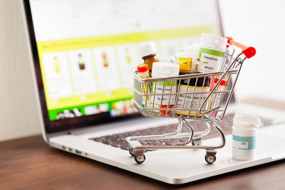 Por qué cada vez es más fácil ver farmacias online